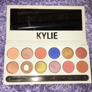 KYLIE ROYAL PEACH EYESHADOW PALETTE